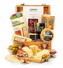 Cheese, Charcuterie Gifts: Chef's Choice Picnic Basket